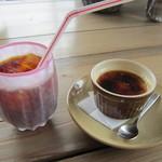 ファンタジア - アイスコーヒー500円とコーヒークレームブリュレ300円