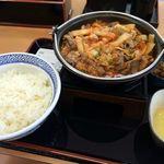 吉野家 - 料理写真:牛チゲ鍋膳大盛り730円+生卵60円