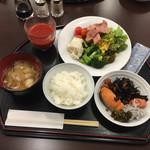 横浜マンダリンホテル - 2日目はサラダ+和食バージョン。