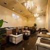 dining cafe grace - 内観写真:光り輝くシャンデリアが作り出す、優雅なひととき