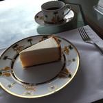 33824526 - チーズケーキとコーヒー(2700円)