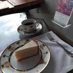 33824529 - チーズケーキとコーヒー(2700円)