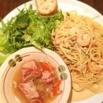 ピッコロティガー - スペシャルランチ 海老とアンチョビのクリームソースパスタ と 豚バラの煮込み