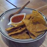 ラフマンズメキシカーナ - 料理写真:お通しは≪チップス&サルサソース≫
