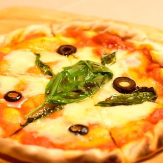 こだわりメニュー!自家製Pizzaとモチモチの生パスタ