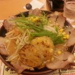 特製ラーメン武蔵丸 - 肉と加賀野菜のラーメン 魚介豚骨醤油で