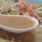 33837390 - 肉・海鮮・野菜など具沢山の旨みが溶けだした、こっくり旨いスープ。