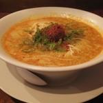 創作麺工房 鳴龍 - 特製醤油拉麺 950円(2014.10)