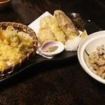 33841534 - 天ぷら盛り合わせ、鶏せせりのわさび焼き