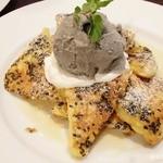 cafe maru - 黒ごまパンケーキ