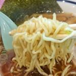 33847979 - 麺は中細縮れ麺で加水率低めんもツルッと、サクッと食感。