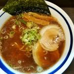 33847987 - 中華そば(680円)・・・鶏豚野菜魚介スープは、飛騨中華を思わせる味わい!醤油の味は若干濃いめで、胡椒が似合う一杯