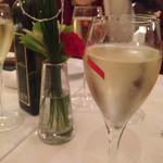 表参道バンブー - 乾杯のシャンパン