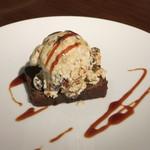 レストランユニック - プラリネとガトーショコラ盛り合わせ
