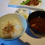 澤亭 - 食事:じゃこご飯、赤出汁、香の物