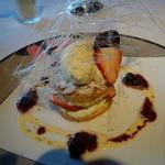 澤亭 - デザート:苺のパイ
