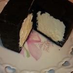 グーテテ - ブラック・キューブシュー(竹炭パウダー入り)チーズクリーム味・・・230円