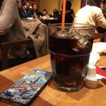 猿カフェ - 寒いのにアイスコーヒー~_~;