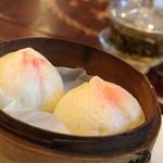 中国茶芸苑 馥 - 桃のおまんじゅう 皮が厚めですが。