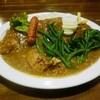 華麗屋 - 料理写真:チキンカレー(ゆでいんげん・ゆでブロッコリー、激辛ソーセージ・ゆで卵トッピング)