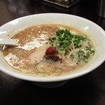 平九郎R - 平九郎ラーメン。麺、味、あぶら、全部「ふつう」です。白ごまがたくさん散らしてありますね。2010年3月撮影。
