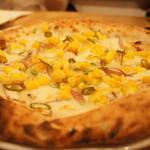 33860192 - トウモロコシとミョウガ、青唐辛子のピザ