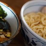 豆天狗 - 麺は平打ち