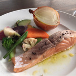 33863426 - メイン・本日の鮮魚。マリネしてサーモンをオーブンで仕上げた一品。優しく美味!