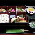 御食事処 よもやま - 山口県の特産品をメインとした贅沢なメニュー。