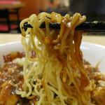 神楽坂飯店 - よく焼かれた麺に激辛の麻婆豆腐が絡む