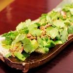 よしもと食堂 - たたき胡瓜パクチー和え