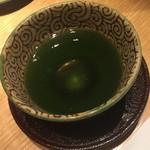 銀座 ふく太郎 - 甘味とともにお茶が提供されます。2014年12月