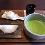 月天心 - はなびら餅 12月31日~、吟醸甘酒饅頭 1月1日~