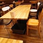 33884111 - 椅子が全~部一つずつ違うんですね!