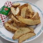 レストランベルベル中央 - 料理写真:フライドポテト?円