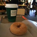 カフェ デュ モンド - ブレンドコーヒーとミスドのシナモン