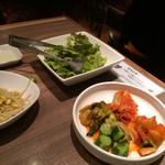 焼肉 徳 - キムチ、ナムル、サンチュ