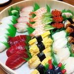 とさき - 料理写真:4人前 上にぎり4200円です ちょっとつまんじゃったf(^_^)