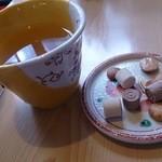 33896792 - 蕎麦茶と菓子