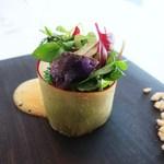 ハインツ・ベック - 新芽のサラダ、柑橘のソース、ヘーゼルナッツ