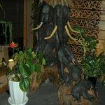 タイ料理 クルンテープ - 象の像だぞう!
