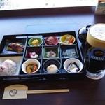 33902193 - 『キリン 黒生ビール(L)』(929円)と『松花堂ランチ』(1620円)~♪(^o^)丿
