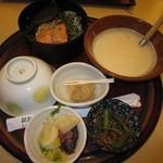 33904417 - 2014年8月の紅鮭とろめし1274円