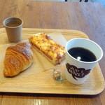 けやき坂ベーカリー - クロワッサン160円、クロックムッシュ-ボローニャソーセージ1/2 230円、レギュラーコーヒー350円