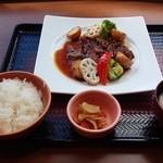 33909563 - 和牛のビフテキ定食 1,422円 → 1,402円(ご飯小盛り)