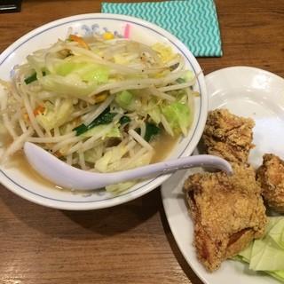 トナリ 大宮店 - 埼玉県さいたま市の大宮駅東口のトナリで昼食。 タンカラ(タンメンとカラアゲ)を食した。 税込920円。