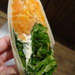サルバドル - サーモン、野菜が端までぎっしり
