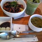 nanas green tea - 豚の八丁味噌丼セット¥1080/セットドリンク・アイス抹茶ラテ(+¥100)