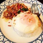 ライカノ - 鶏肉とホーリーバジル炒め ¥790       2014/12訪問^ ^