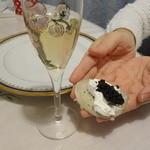 志蕎庵 江月 - そば粉でブリニを作ってサワークリームとキャビアとシャンパンの黄金セット